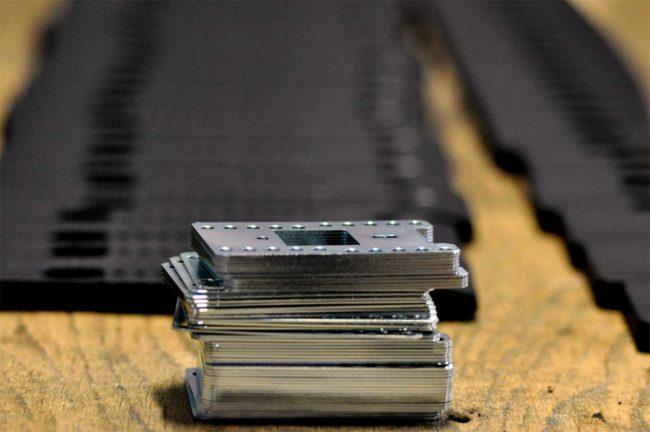 Surmoulage pièce métallique en injection plastique